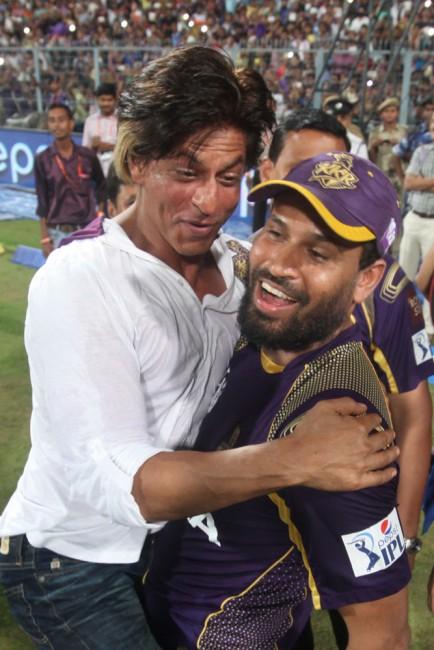 SRK and yusuf pathan celebrating