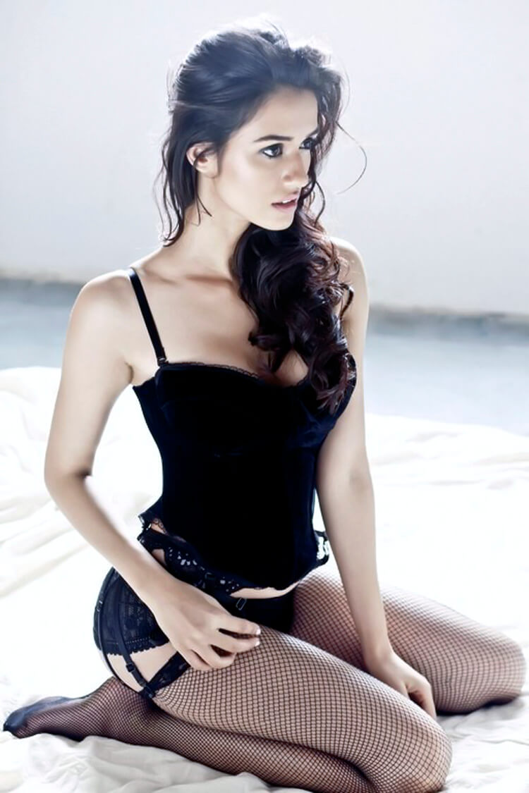 Hot and sexy Disha Patani in black lingerie