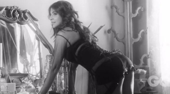 Hot and sexy Anushka Sharma's ass