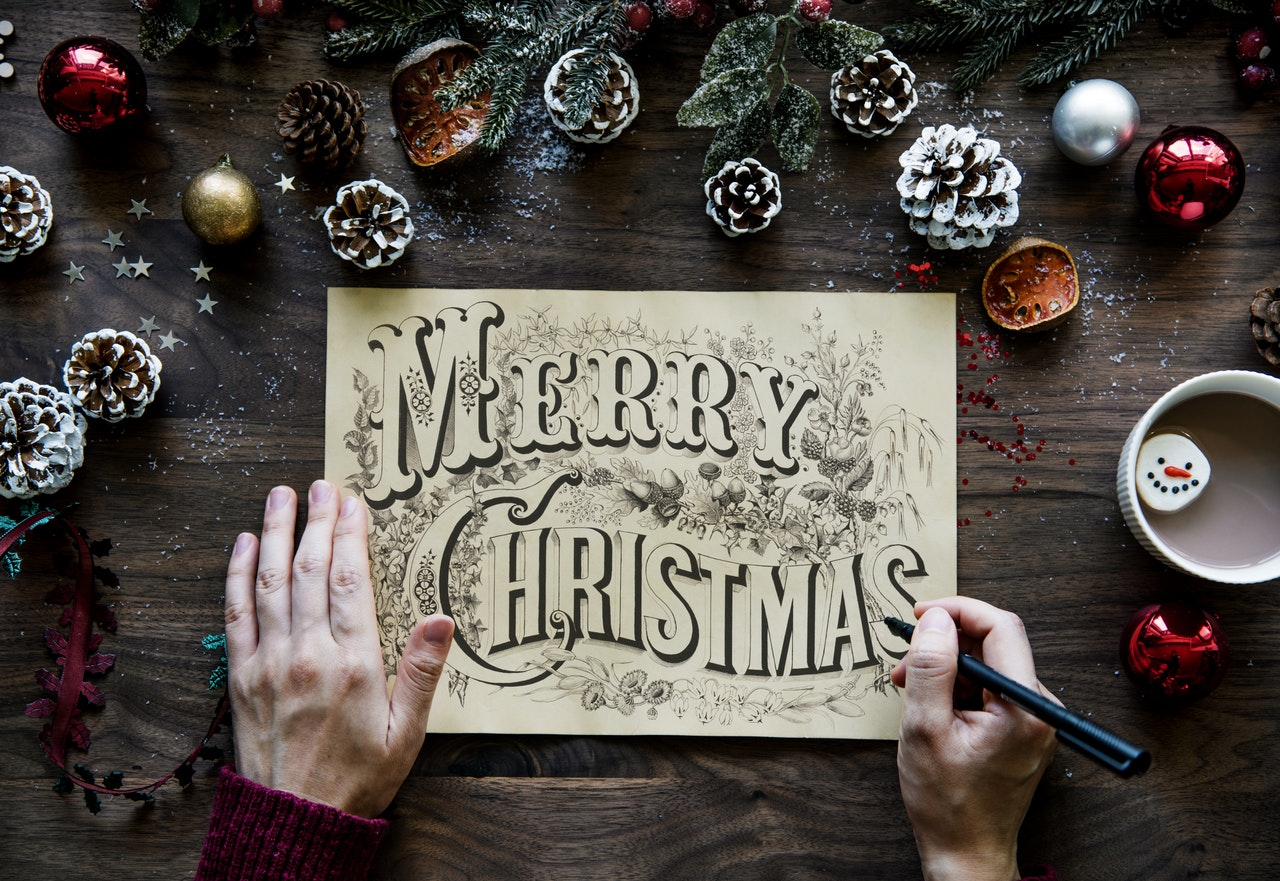 The Pros and Cons of Sending E Christmas cards