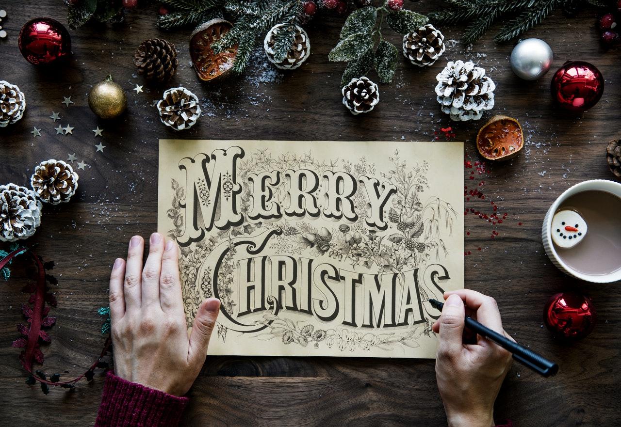 The Pros and Cons of Sending E Christmas cards