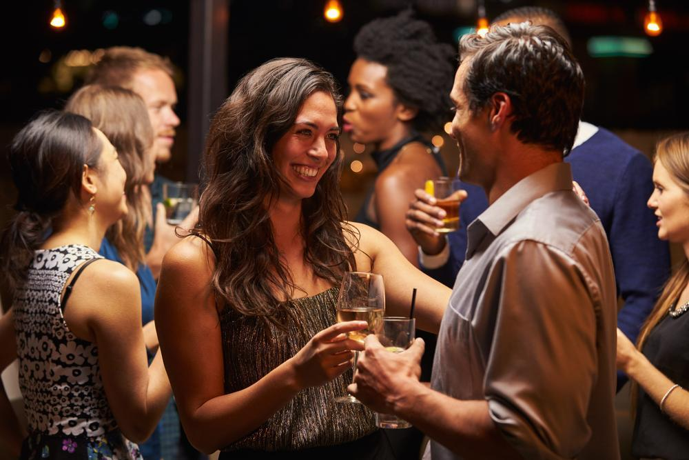7 Holiday Party Tips for Single Men