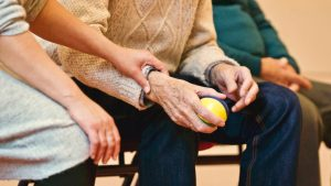 Solidarity Is an Act of Kindness and Respect: 5 Ways to Help Your Aging Parents