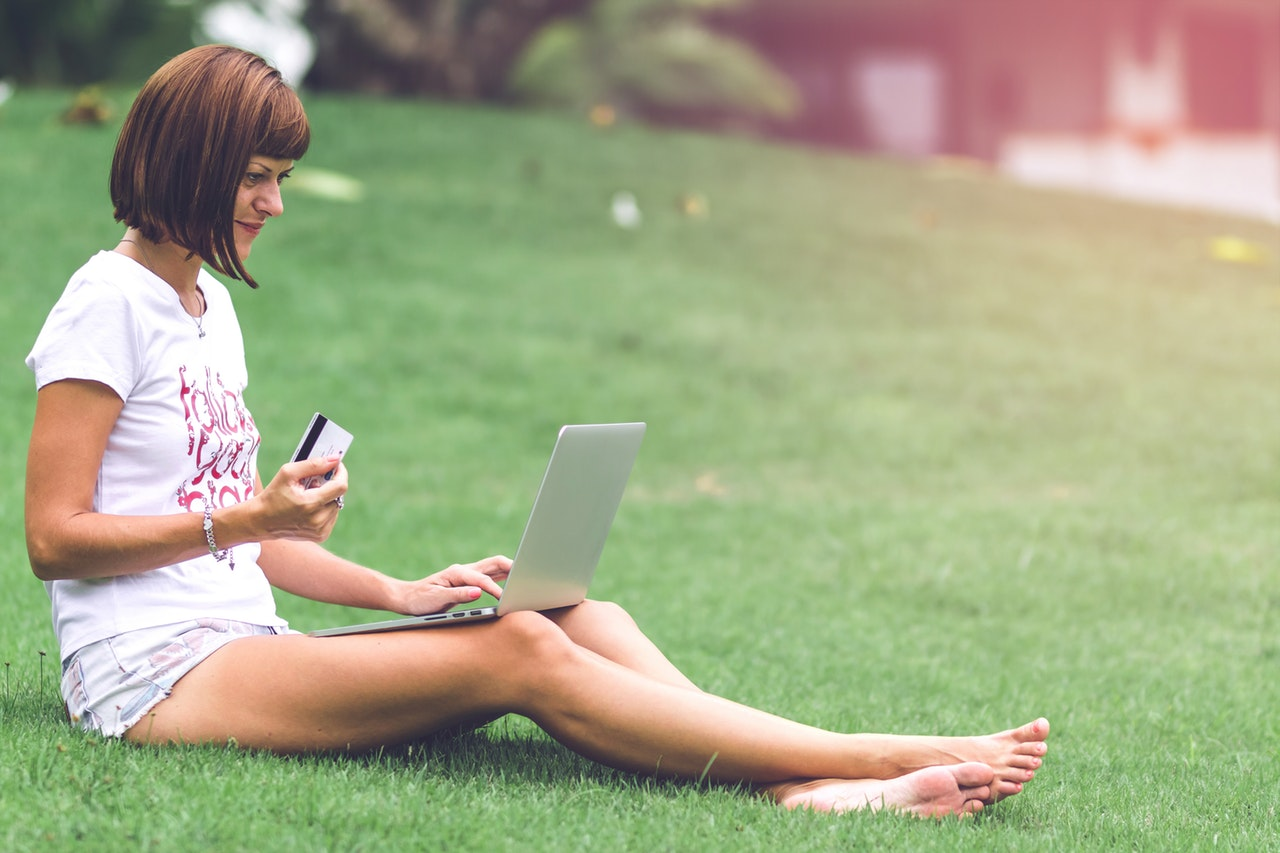 7 Ways to Create a More Positive Online Space for Yourself