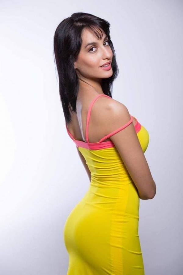 Hot and sexy Norah Fatehi's ass in tight clothes