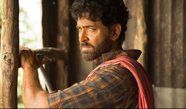 Hrithik Roshan's Super 30 Portrayal of Anand Kumar Was Racist? An Online Debate