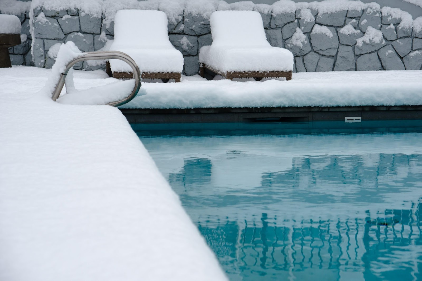 5 Ways To Protect Your Swimming Pool From Freeze Damage